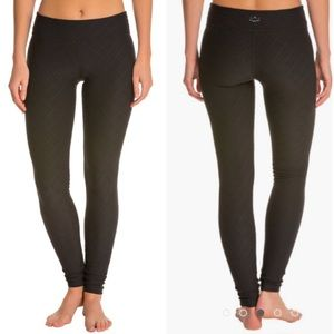 Beyond Yoga Quilted Black Leggings Stretch 29